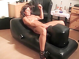Hobi in Action with her Fucking-Machine..